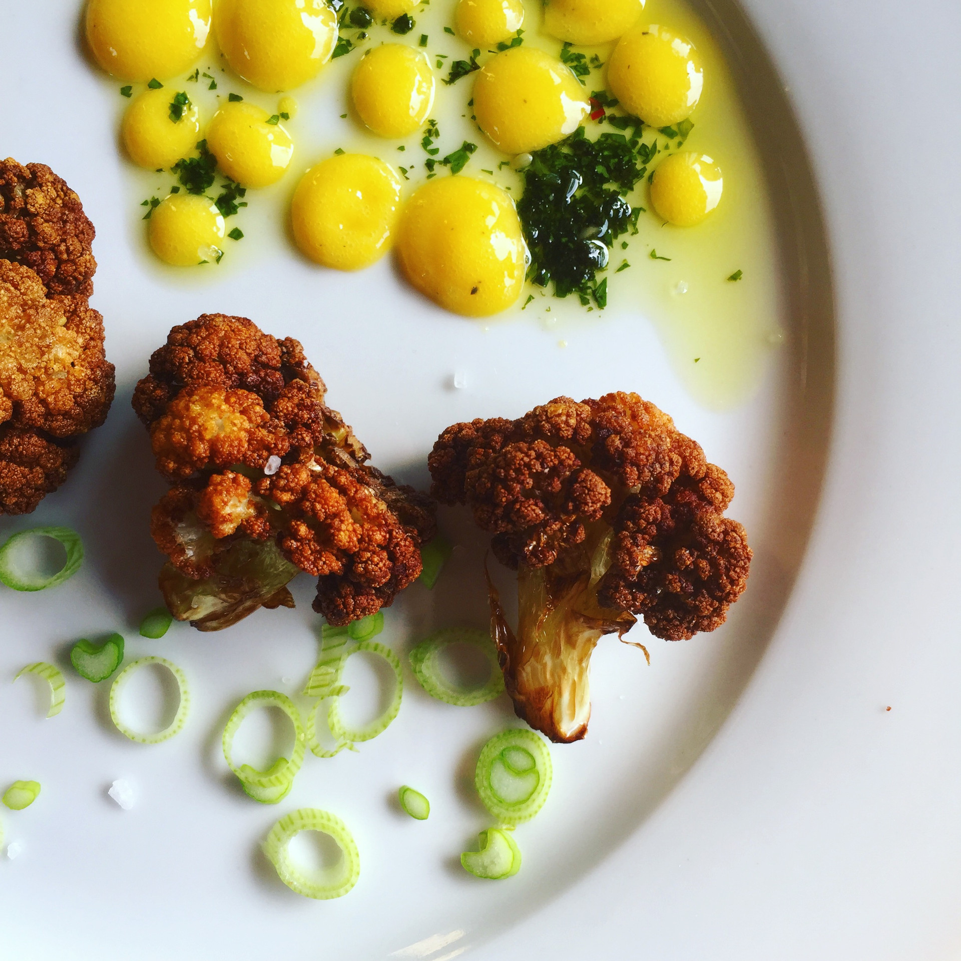 Fried Cauliflower w lemon curd and schuug