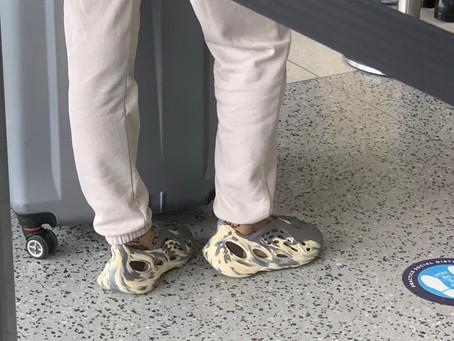 Vajza që pashë në aeroport kishte atletet më të çuditshme