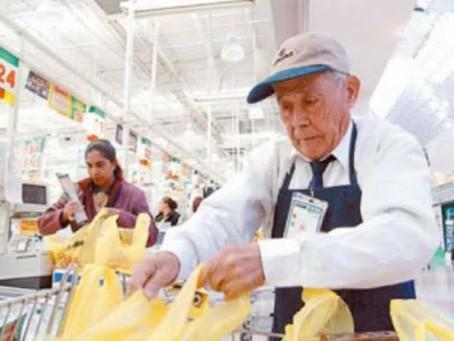 Propinas y redondeo para  empacadores adultos mayores