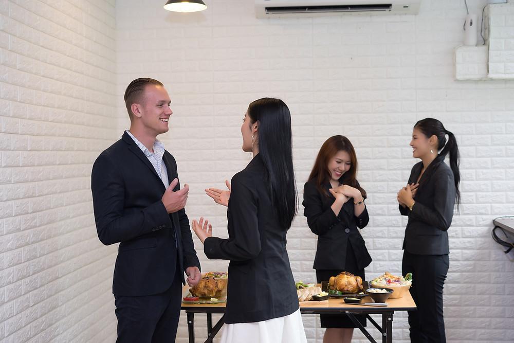 Ăn mừng để khen thưởng nhân viên | EveHR