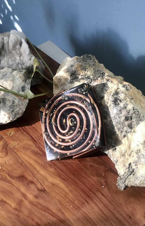 Thumbnail: Selenite & Pyrite Copper S-Coil Copper Compact Plate
