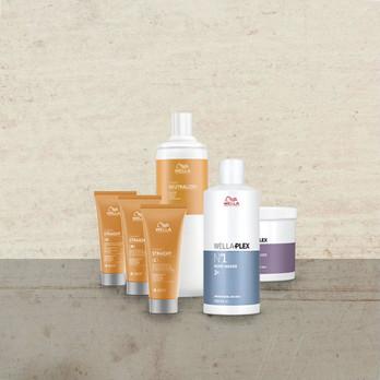 CREATINE+ STRAIGHT содержит ухаживающий комплекс Creatine+ с эффективно увлажняющими молекулами и креатином. WELLAPLEX Способствует восстановлению кератиновых связей в структуре волоса в процессе разгдаживания