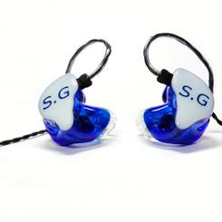 Корпуса - синие прозрачные Крышки - белые непрозрачные с логотипом Носики - прозрачные