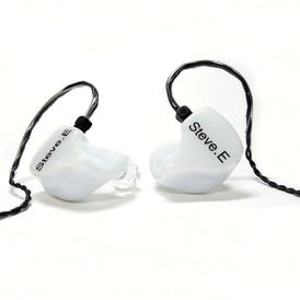 Корпуса и крышки - белые непрозрачные с логотипом Носики - прозрачные