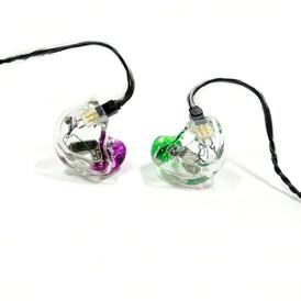 Корпуса - прозрачные Крышки - прозрачные Носики - фиолетовый и зеленый прозрачные