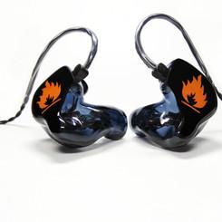 Корпуса - черные прозрачные Крышки - черные непрозрачные с рисунком Носики - в цвет корпуса