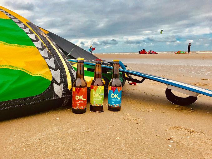 3 bouteilles sur la plage