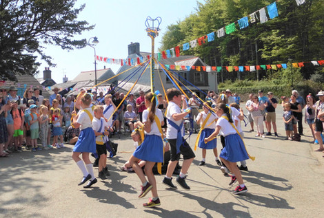 Maypole dancing.jpg