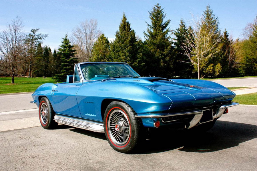 Convertible Corvette: one of many to be auctioned at the CCP Auctions sale in Toronto April 29th to May 1st ( International Centre )