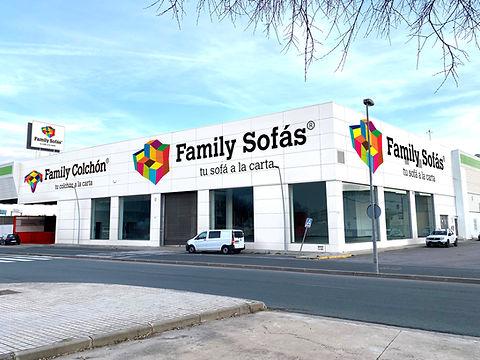 FACHADA_FAMILYSOFÁS_SEVILLA_2020_BLANC