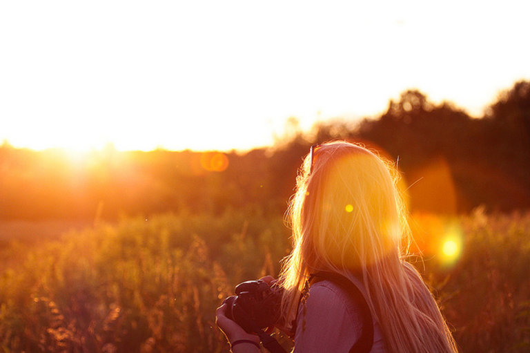 girl-photo-summer-sun-sunset-field-Favim