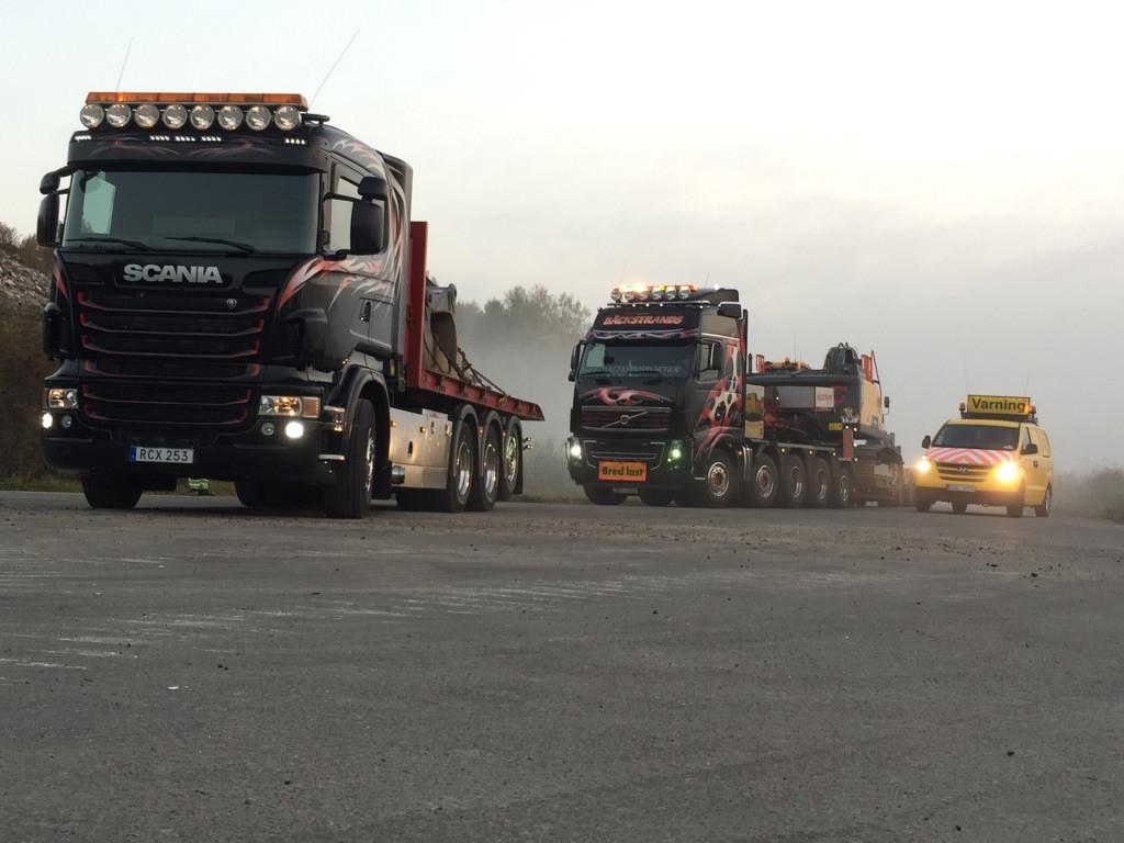Transport av grävmaskin och utrustning