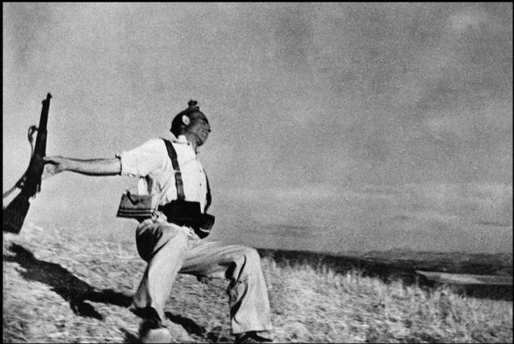 Robert Capa - the fallen soldier.jpg