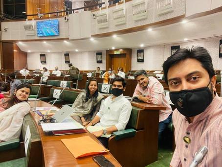 महाराष्ट्र विधिमंडळाच्या अर्थसंकल्प अधिवेशनादरम्यान काढलेला सेल्फी!
