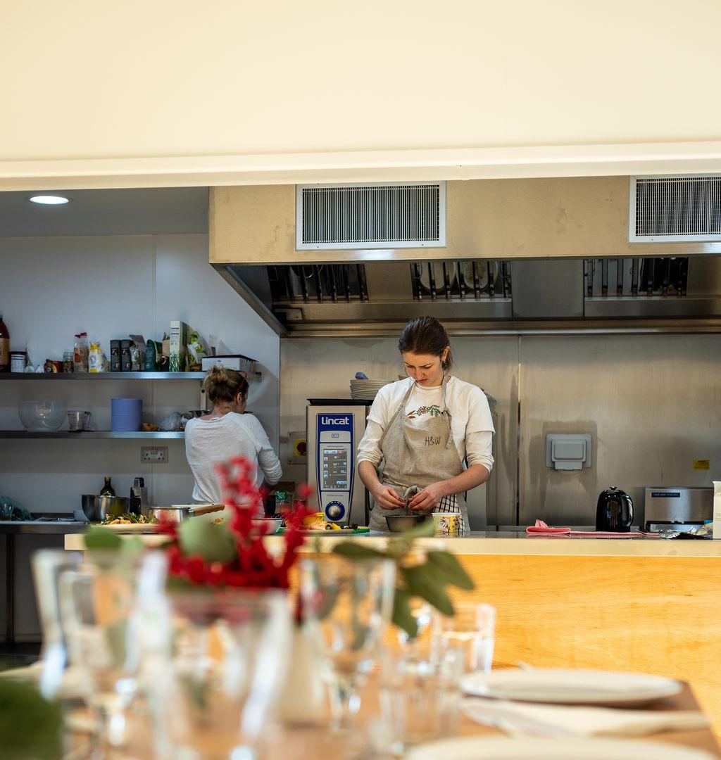 Hannah_in_Kitchen[1].jpg