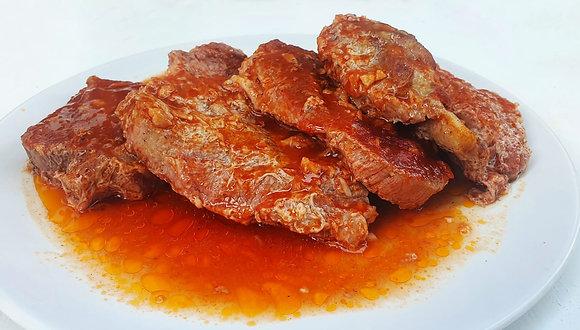 Friptură de porc la tavă cu sos de roșii