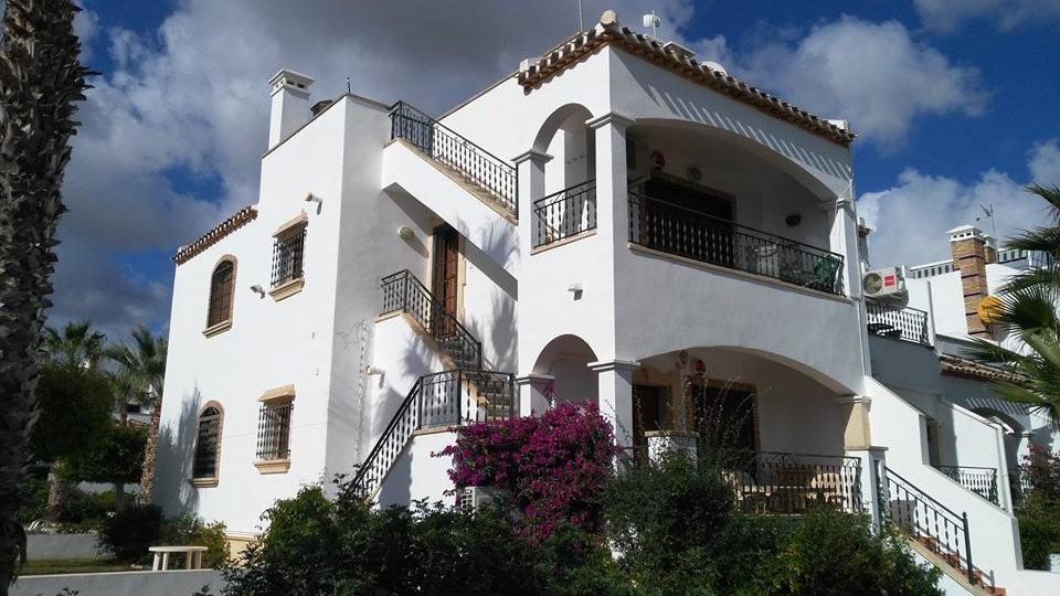 2 Bed Top Floor Apartment for Long Term Rental in Villamartin - 380LT