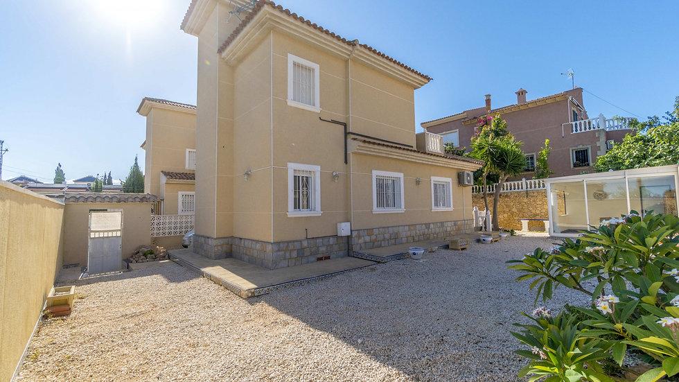Long Term Rental in Los Balcones, Torrevieja - Detached Villa - 949LT