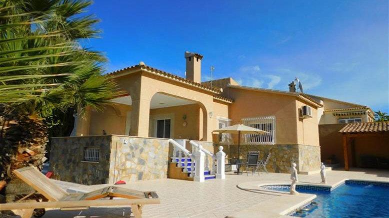 3 Bed Villa (Sleeps 6) for Holiday Rental in Ciudad Quesada - 510ST