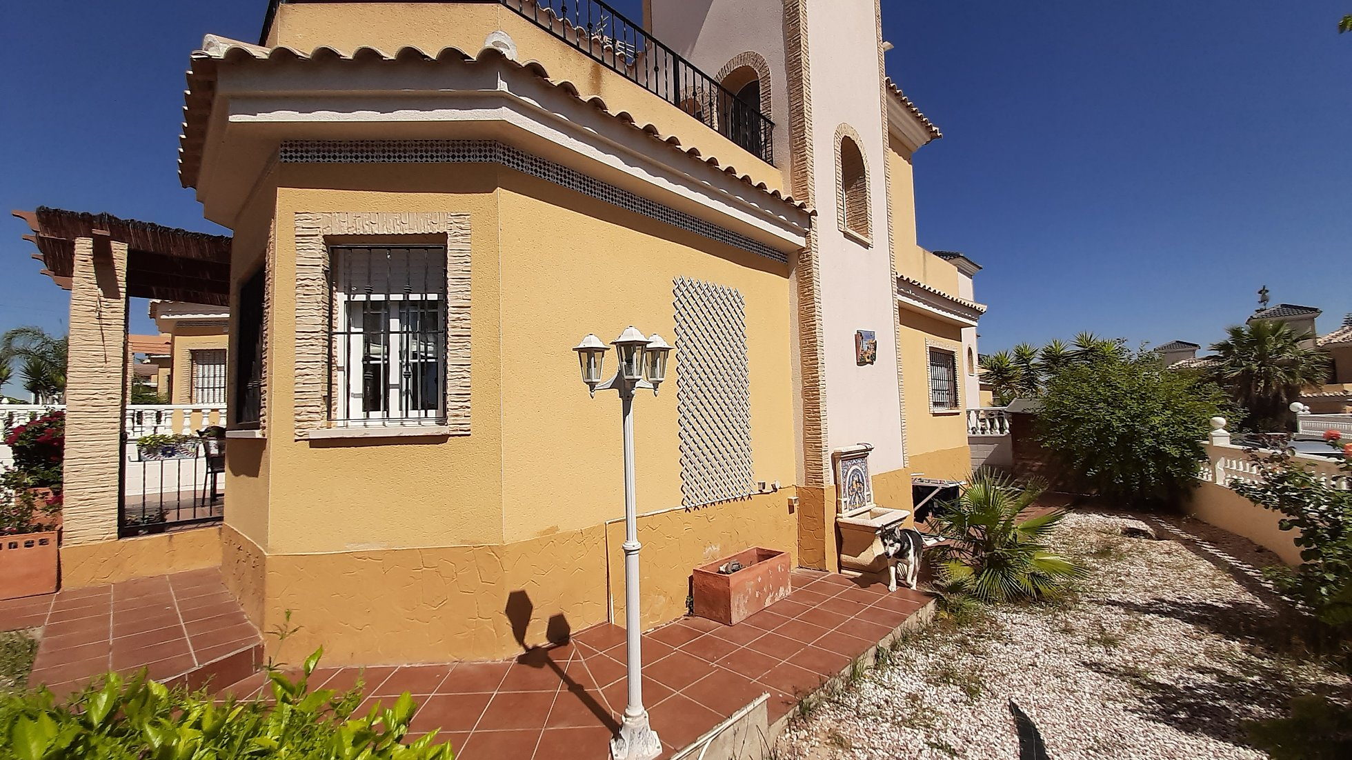Long Term Rental Algorfa Lo Crispin Detached Villa Large corner plot, pets allowed friendly, communal pool