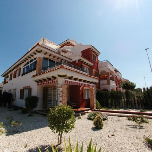 Long Term Rental in Playa Flamenca, Orihuela Costa / Semi Detached Villa / 038LT