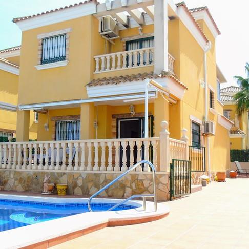 Holiday Rental in El Raso, Guardamar del Segura / Villa with Private Pool / THELMA ST