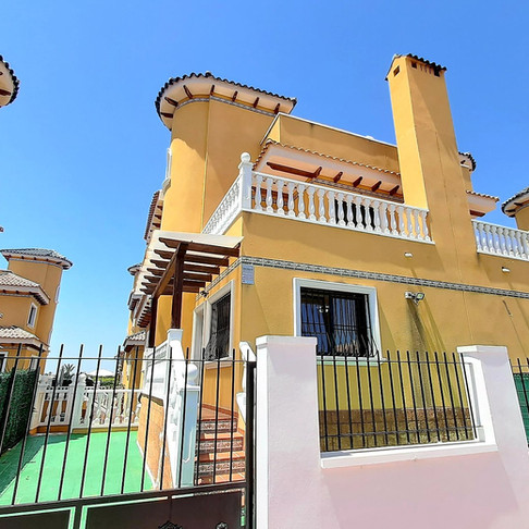 Long Term Rental in Ciudad Quesada / Semi Detached Villa / 150LT