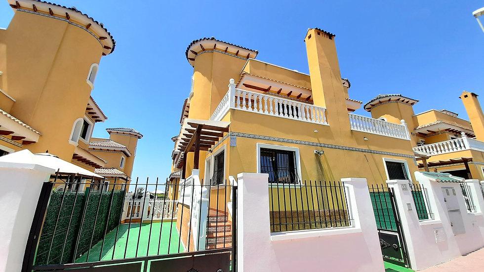 Long Term Rental in Ciudad Quesada · Unfurnished Semi Detached Villa · 150LT