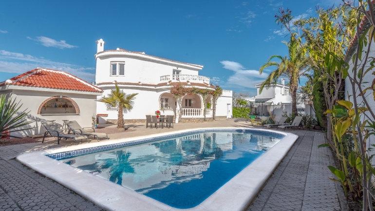 5 Bed Villa (11 Pers.) for Holiday Rental in Ciudad Quesada - 330ST