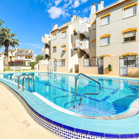 Long Term Rental in Punta Prima, Torrevieja / Penthouse Apartment / 1070LT