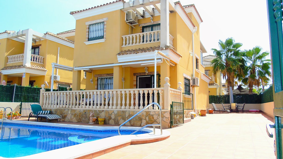 Holiday Rental in El Raso, Guardamar · Villa with Private Pool · THELM