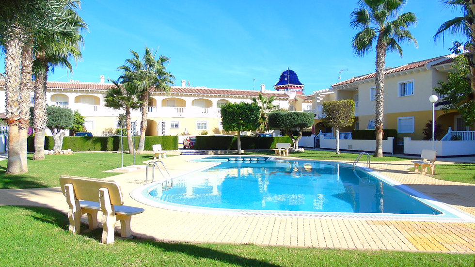 2 Bed Apartment (4 Pers) for Holiday Rental in Doña Pepa, Ciudad Quesada - 370ST