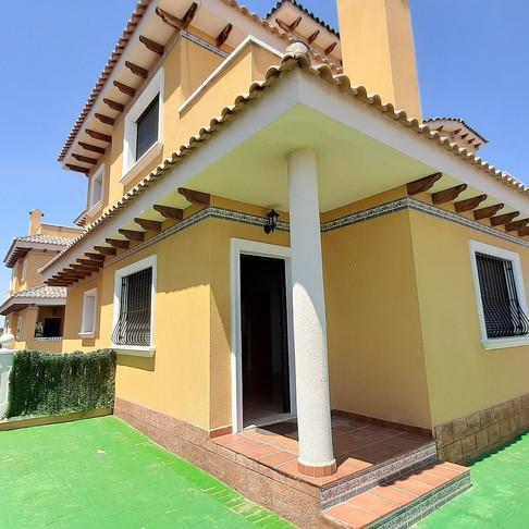 Long Term Rental in Ciudad Quesada / Semi Detached Villa / 111LT