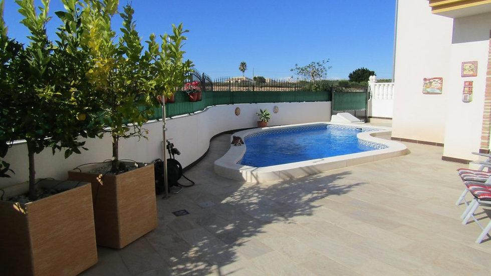 Holiday Rental in El Raso, Guardamar / Villa with Private Pool / MALVA ROSA