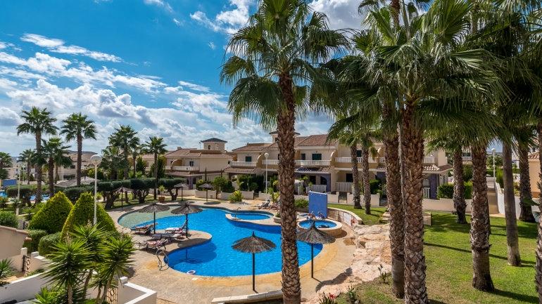 Long Term Rental in Doña Pepa, Ciudad Quesada - Top Floor Apartment - 325LT