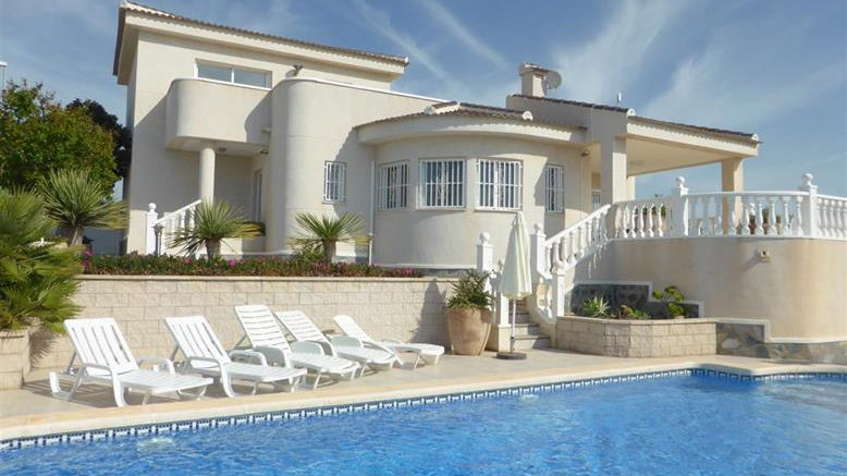 Holiday Rental in Ciudad Quesada · Villa with Private Pool · RECORRAL ST