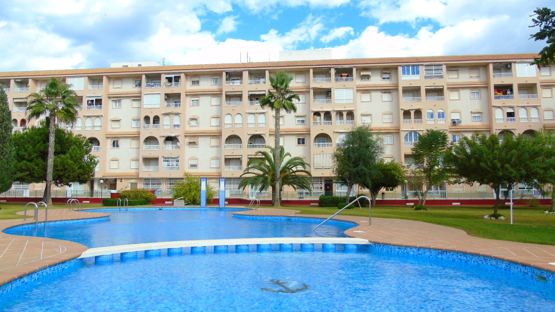 Apartment for Long Term Rental in Torrevieja, 2 bedrooms, 1 bathroom, communal swimming pool, fantastic view, pets allowed friendly