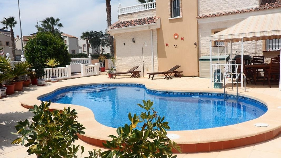 Holiday Rental in El Raso, Guardamar / Villa with Private Pool / RASGRAN