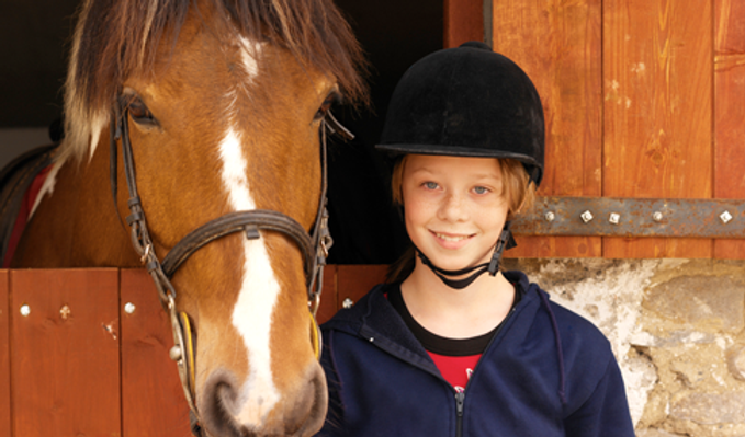 Jente og hest