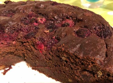 Lyxig choklad & rödbetskaka med apelsinskal och bär