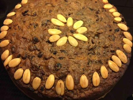 English Christmas Cake (boiled fruit-cake)