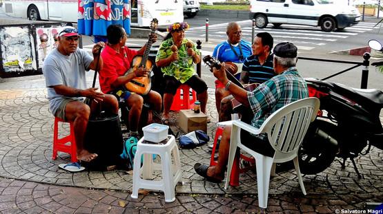 Tahiti, Papeete, una banda improvvisata