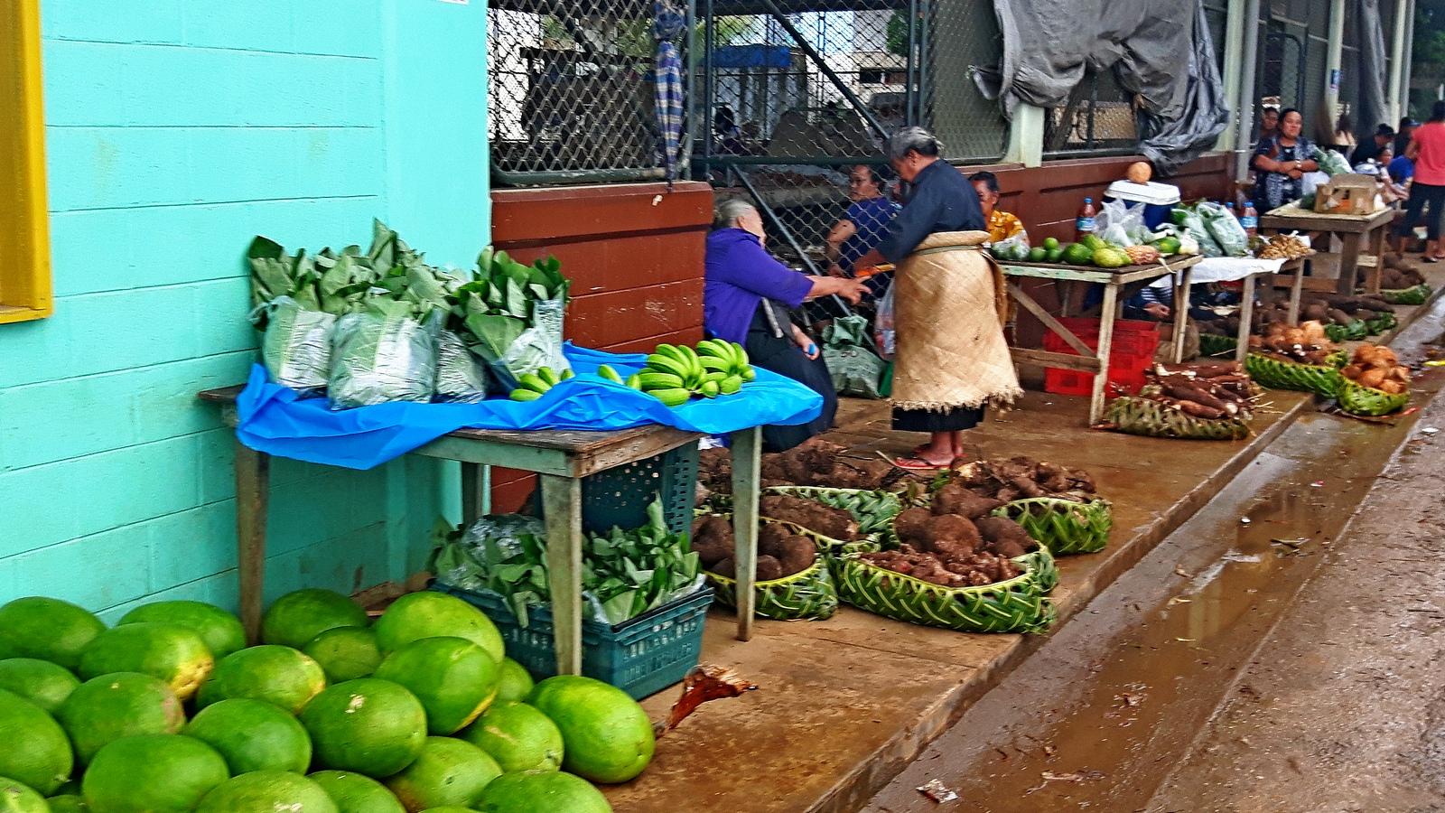 Tonga Vava'u il mercato di Neiafu