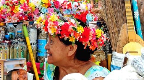 Tahiti, Papeete, anche le venditrici sono agghindate