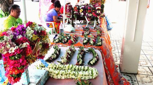 Tahiti, Papeete, venditirici di corone di fiori