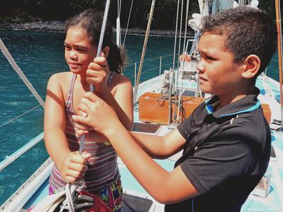 Isole Marchesi, Tahuata, visitatori in barca