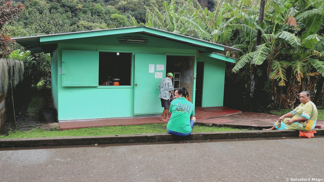 Isole Marchesi, Fatu Hiva, case colorate