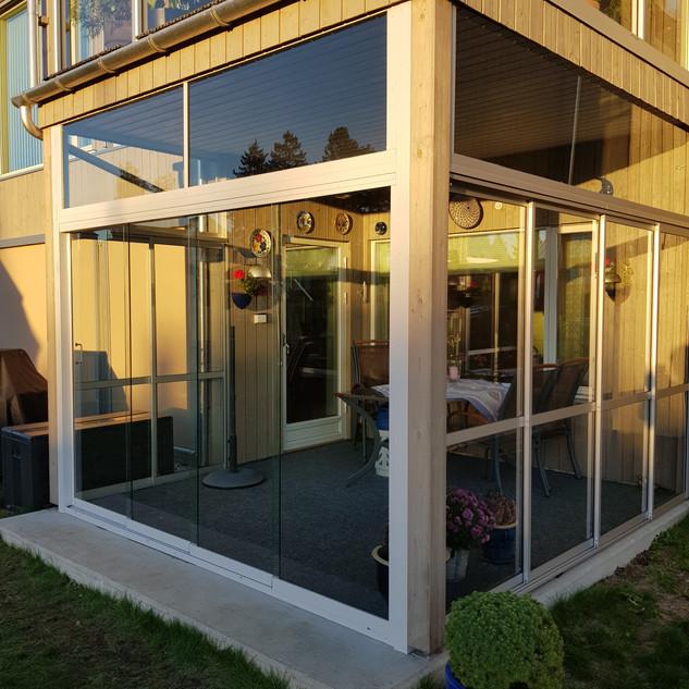 Innglassing med VG15 skyvesystem + overlys - Revetal Glasservice AS