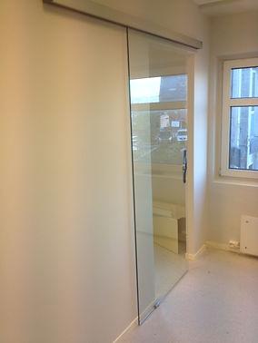 Dorma skyvedør, herdet glass, glassmester, interiør glass, www.revetalglasservice.no