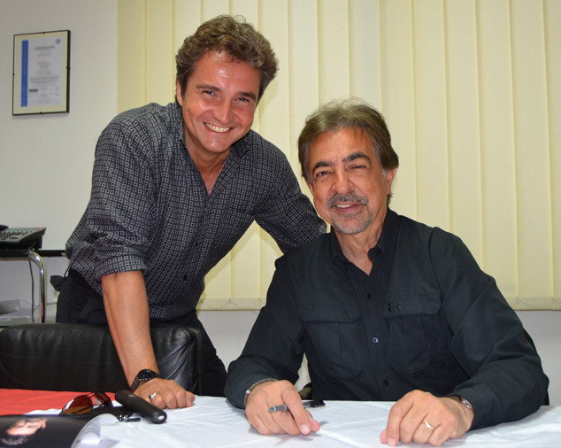Video shoor with CSI's Joe Mantegna